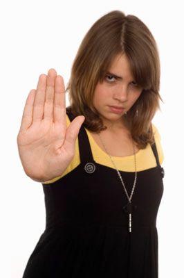 4.Gün: Ayrılık arkadaşı edin  Bu kişi, kız veya erkek olmuş, hiç fark etmez! Yeter ki, ne zaman ayrıldığın sevgilini aramak ya da kapısının önünden geçmek istersen, seni engelleyebilsin. Her şeyi anlat ona! Ve onun anlattıklarını da iyi dinle. Senin iyiliğini düşündüğünü, sana destek olmak için yanında olduğunu sakın unutma!